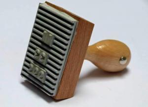 Stempel z płytka z gumy ryflowanej